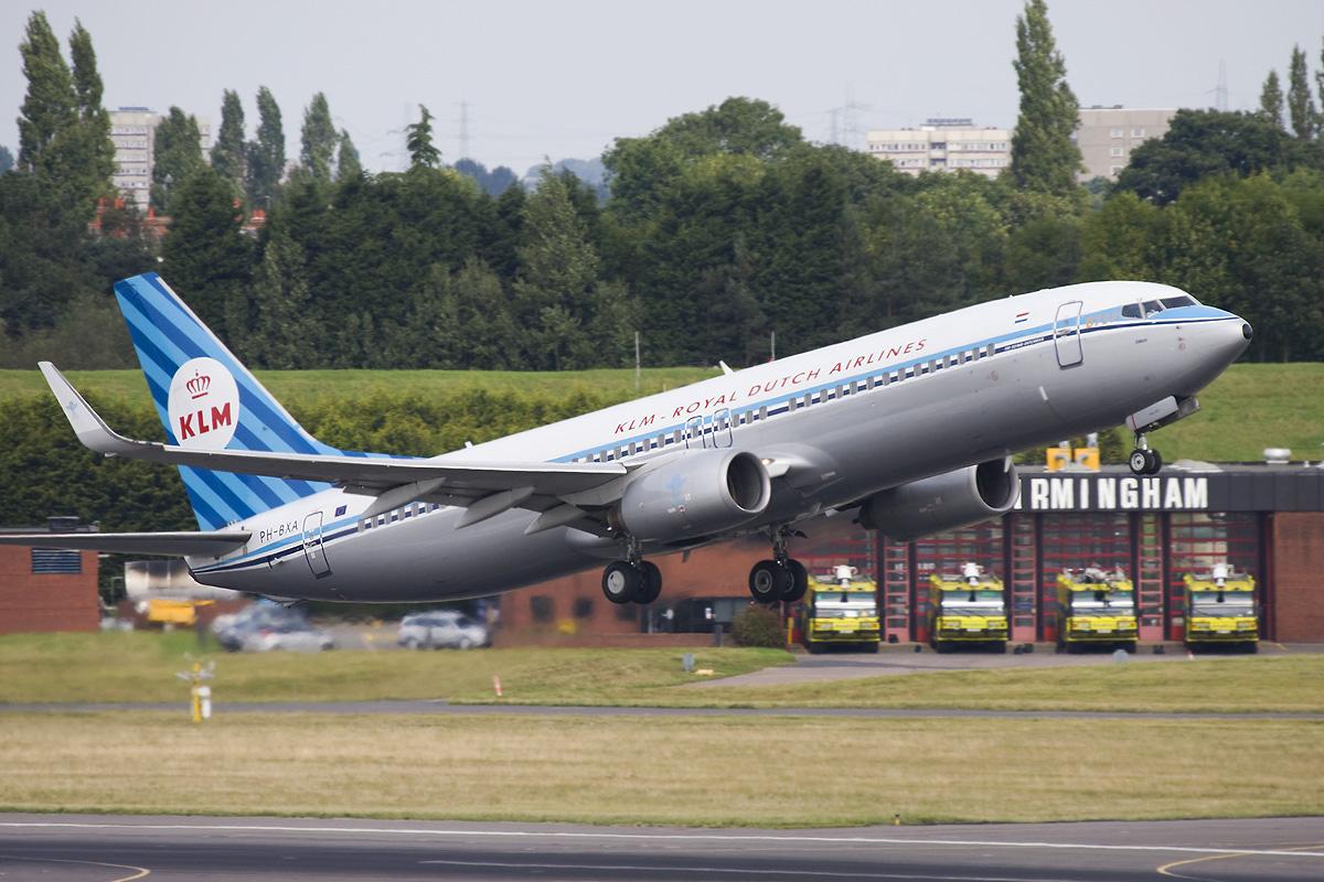 PH-BXA B738 KLM 'RETRO'